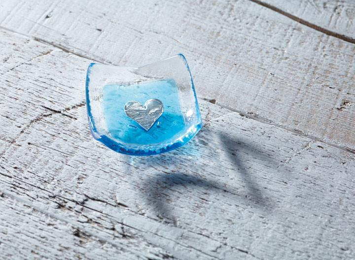 turquoise heart earring dish by jo downs glass